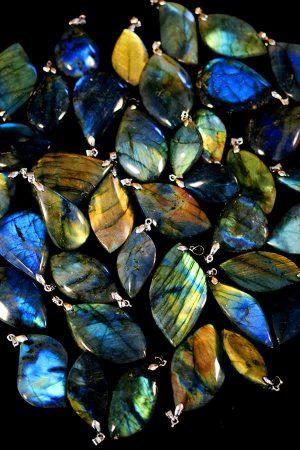 labradoriet hanger, pendant, ketting, labradorite, bescherming, edelsteen, edelstenen, kopen, vruchtbaarheid