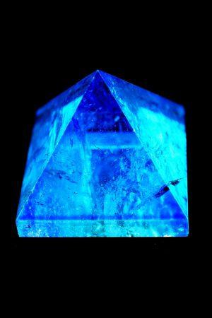 aqua aura piramide, pyramid, kopen, aura steen