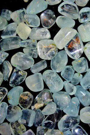 Aquamarijn doorzichtige steen, aquamarijn trommelstenen, werking aquamarijn, betekenis aquamarijn, aquamarijn steen, edelsteenkwaliteit