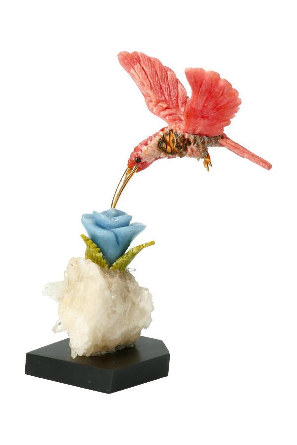 Rhodochrosiet Kolibrie op Angeliet bloem met Serpentijn bladeren Bergkristal cluster en een Onyx voet