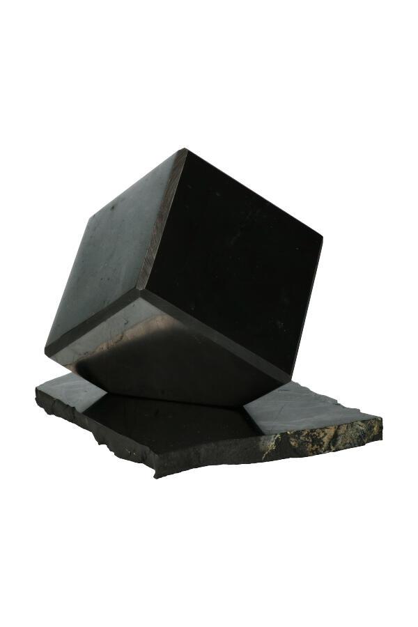 Shungiet kubus op standaard, 12 cm, circa 1.1 kg