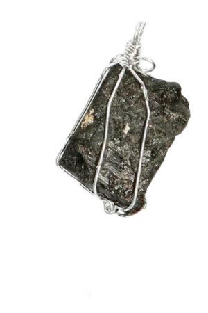Zwarte Toermalijn ruw in zilverdraad hanger